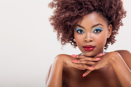 modelo hermosa: modelo de maquillaje hermoso africano cerca retrato