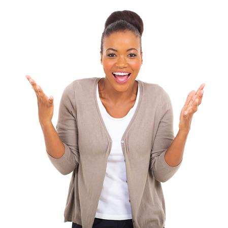 opgewonden jonge Afro-Amerikaanse vrouw die op witte Stockfoto