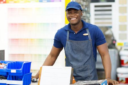 tienda de ropa: retrato de african american trabajador de ferreter�a
