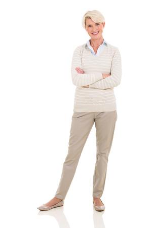 mujeres maduras: mujer mayor hermosa posando sobre fondo blanco