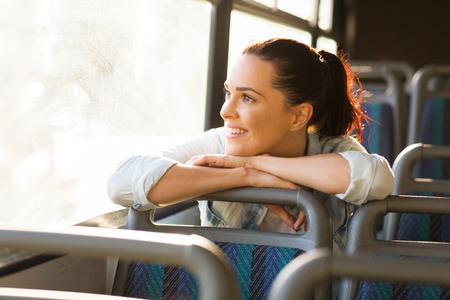 passenger buses: muy femenina ensoñación de cercanías en el bus Foto de archivo