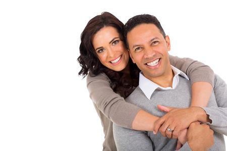 femmes souriantes: portrait du couple d'�ge m�r sur fond blanc