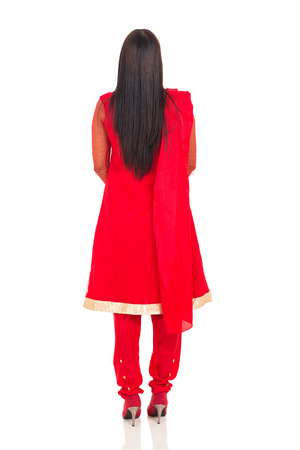 detras de: vista posterior de la mujer india en la ropa tradicional aisladas sobre fondo blanco Foto de archivo