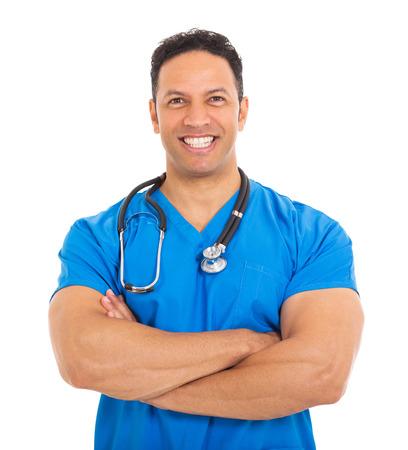 buena salud: retrato de apuesto doctor de sexo masculino de mediana edad en el fondo blanco Foto de archivo