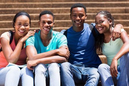 adult learners: retrato de los estudiantes universitarios afroamericanos lindos Foto de archivo