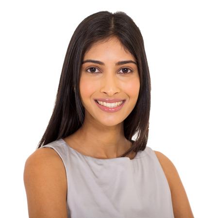fondo elegante: cerca retrato de joven empresaria feliz indio