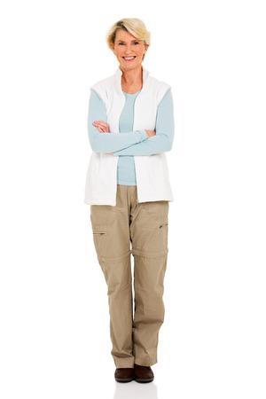 mujer cuerpo completo: feliz mujer de mediana edad retrato con los brazos cruzados Foto de archivo