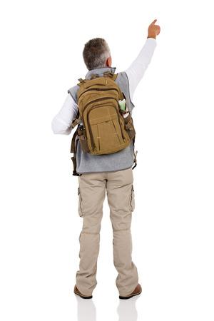 bonne aventure: vue arrière du mâle pointage touristique au vide copie espace