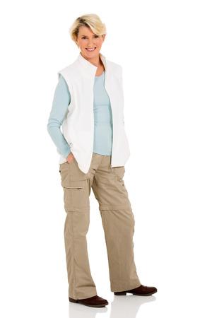mujer cuerpo entero: mujer mayor hermosa posando sobre fondo blanco