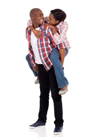 pareja enamorada: atractiva pareja joven africano amorosa mirando el uno al otro