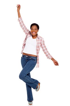 donna che balla: Allegro giovane donna afro-americana dancing su sfondo bianco Archivio Fotografico