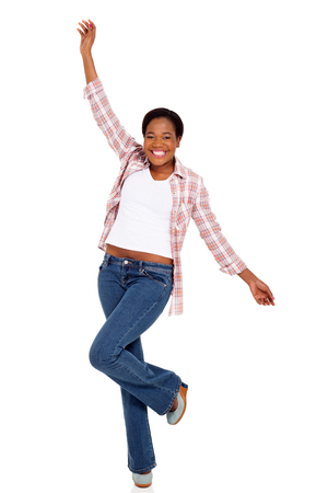 donna che balla: cheerful young african american woman dancing on white background