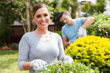 portrait of beautiful young couple working together in home garden Banque d'images