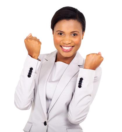 vrouwen: Het opgewekte Afrikaanse Amerikaanse zakenvrouw zwaaien vuisten op een witte achtergrond Stockfoto