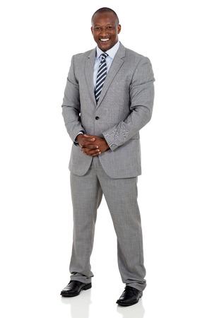 uomo felice: piena lunghezza ritratto di uomo d'affari nero isolato su bianco