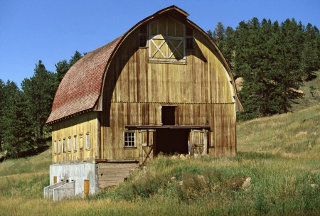 colorado rocky mountains: Nederland, Colorado, USA - July 17, 1972 - This rustic barn resides on a hillside in the Colorado Rocky Mountains near the town of Nederland. Editorial