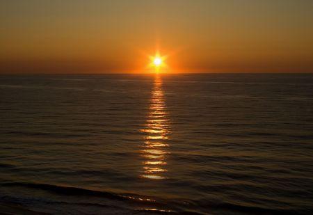 Ocean sunrise with plenty of copy space. Stock Photo - 8111927