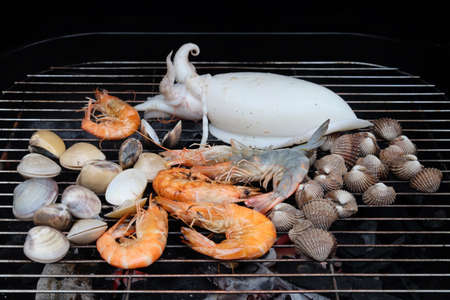 Front face view of cooking seafood on the grille Foto de archivo
