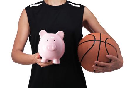 balon baloncesto: fotografía de un jugador de baloncesto sosteniendo una hucha