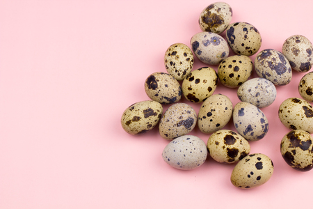 Holiday easter quail eggs on pastel pink background. Close up. Stok Fotoğraf
