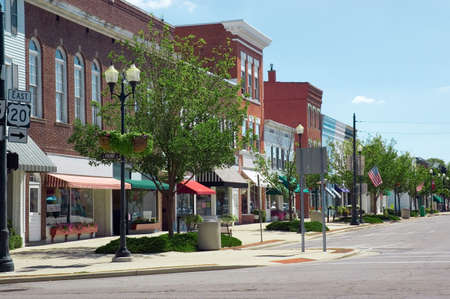 A main street in a typical Midwest small town, complete with U.S. flags. 版權商用圖片
