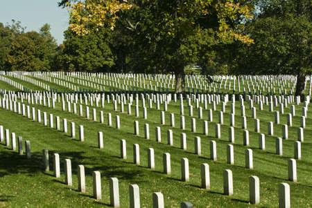 Zeilen Grab stone Marken in Arlington Nationalfriedhof in Washington DC. Standard-Bild - 5819949