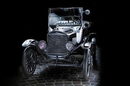 Ford T Adler Trumpf Junior brown luxury retro car Cabrio Limousine dark background