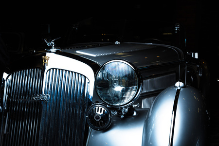 Horch 930V Sport Roadster Adler Trumpf Junior brown luxury retro car Cabrio Limousine dark background Editöryel