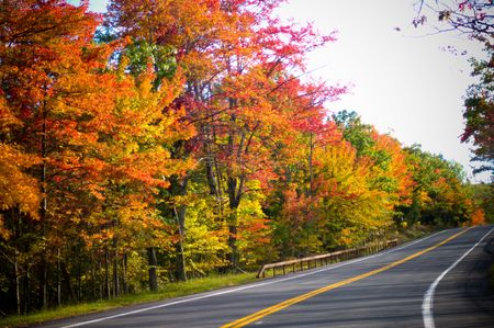 A highway winding through fall colors Reklamní fotografie
