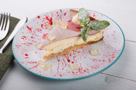 Cheesecake slice served wiuth mint on a plate Stockfoto