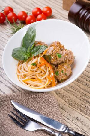 Bowl of spaghetti with beatballs and basil