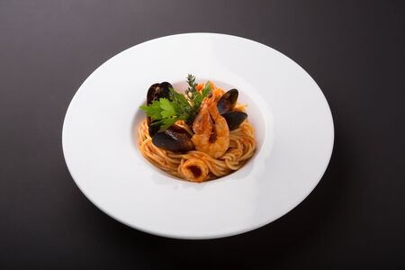 Italian seafood pasta with mussels and shrimps Banque d'images