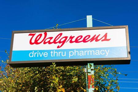 Walgreens, drive thru pharmacy pilon sign 新聞圖片