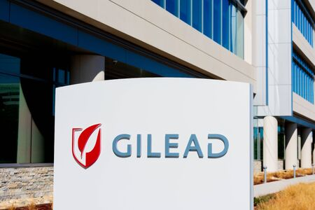 Gilead sign at headquarters in Silicon Valley. Gilead Sciences, Inc. is an American biotechnology company that researches, develops and commercializes drugs - Foster City, California, USA - 2020 Redakční