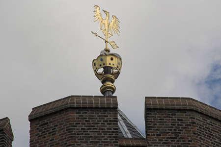 wiatrowskaz: Złoty wiatrowskaz na zamku