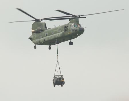 chinook: Un elicottero Chinook nel cielo Editoriali