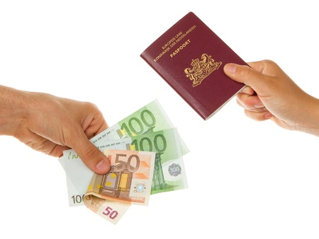 Man paying 250 euro for a dutch passport