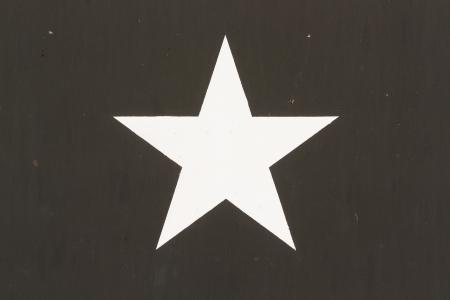 estrellas  de militares: Star Symbol en una guerra Vietnam Vehículo militar de EE.UU., aislado Foto de archivo