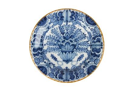 ceramics: Placa holand�s muy viejo aislado en un fondo blanco Foto de archivo