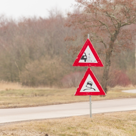 chippings: Roadworks signs on the side of a dutch road