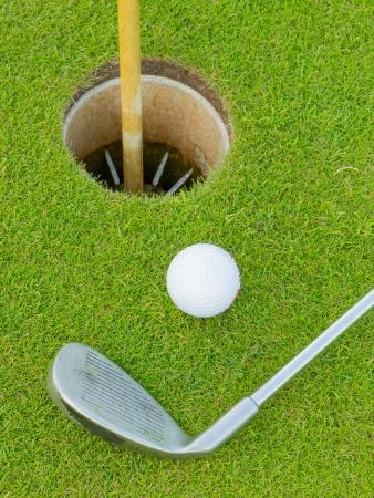 Golf-Loch mit Ball und Putt (Holland)