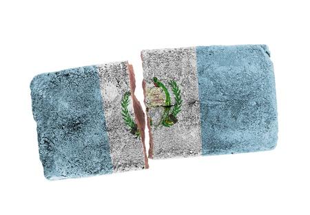 Ruwe gebroken bakstenen, op een witte achtergrond, de vlag van Guatemala