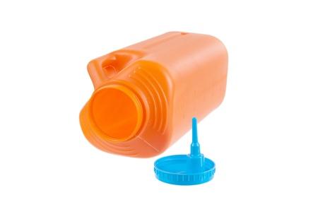 urinalysis: Contenitore di plastica di grandi dimensioni per i campioni di urina isolato su sfondo bianco Archivio Fotografico