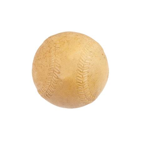 Zeer oude softbal geïsoleerd op wit, omvat het knippen weg