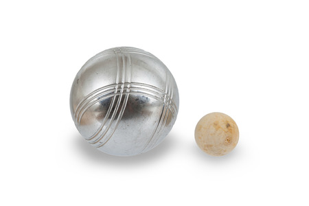 쥬 드 보울, 작은 나무 공에 가까운 은색 금속 공의 게임. 프랑스 볼 게임 스톡 콘텐츠