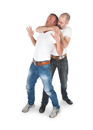 Man attaquer d'un autre homme, isolé sur blanc