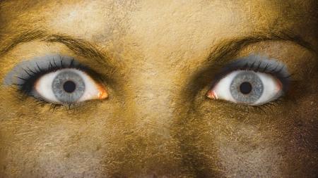 occhi sbarrati: Occhio di donne, close-up, gli occhi spalancati, oro