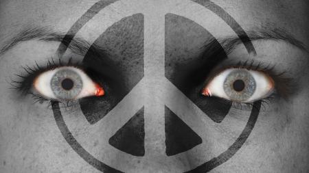 occhi sbarrati: Occhio di donne, close-up, gli occhi spalancati, la pace