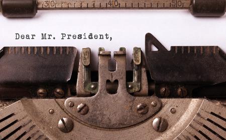 Inscription vintage faite par vieille machine à écrire, monsieur le président cher