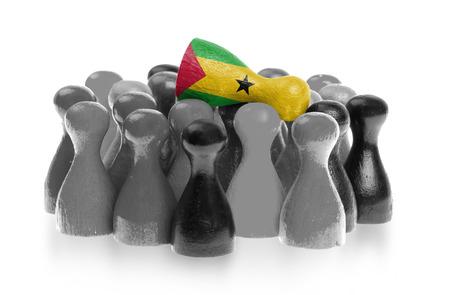 tomo: Una pedina unica sulla parte superiore dei pegni comuni, bandiera di Sao Tome e Principe